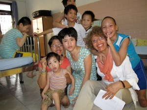 Susan Schnall and a group of children at Tu Du Hospital, Ho Chi Minh City, in 2008.