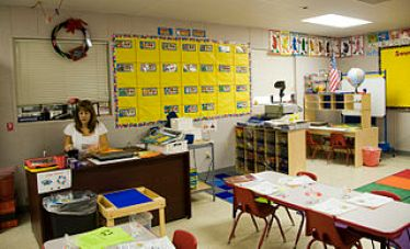 320px-FEMA_-_41759_-_School_teacher_getting_ready_for_a_new_school_year_in_Texas