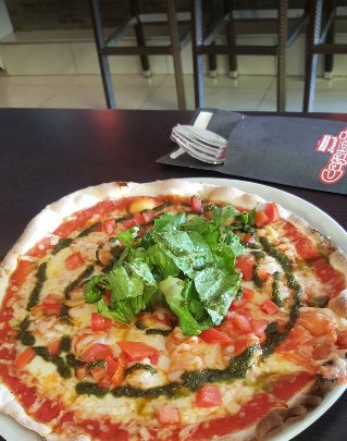 Margarita pizza with fresh tomato and basil