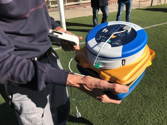 Badalona completa la instal·lació de desfibril·ladors automàtics a tots els poliesportius i camps de futbol municipals