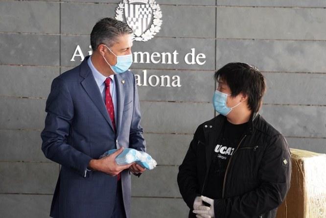 L'Ajuntament de Badalona ha rebut una donació de 20.000 mascaretes realitzada per l'empresa xinesa Palau d'Orient, propietària d'un restaurant situat des de fa gairebé 30 anys a la plaça de Pep Ventura