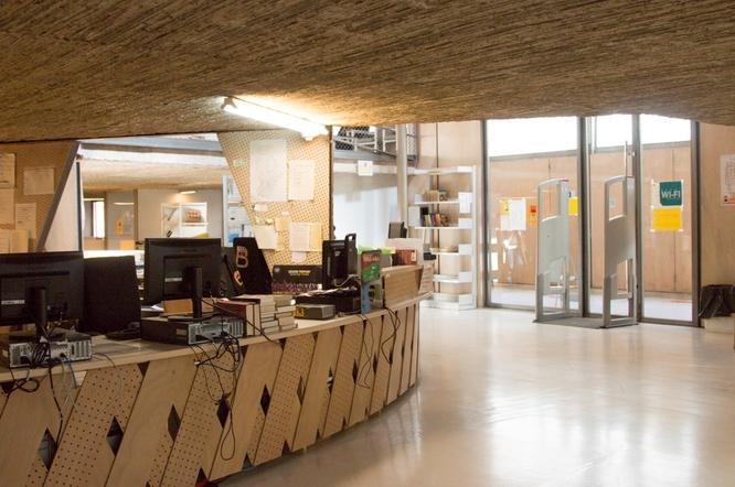 Avui han començat les obres per reparar el sistema de climatització de la biblioteca Can Casacuberta i de l'Espai Betúlia de Badalona
