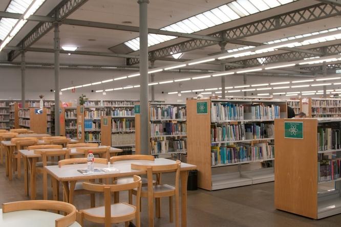 S'endarrereixen les obres de reparació del sistema de climatització de la Biblioteca Central Urbana Can Casacuberta i de l'Espai Betúlia de Badalona per un problema en la refredadora