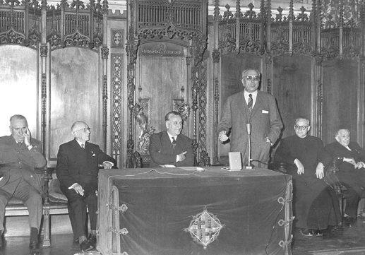 Entrega de la medalla: Ramon Marull, Josep Maria Porcioles i Eduardo Aunós. 11 d'abril de 1960 Font: col·lecció Ramon Marull