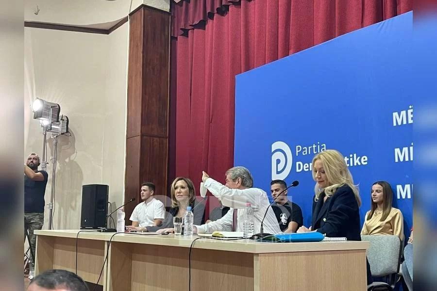 Evi Kokalari nga dreka me Yuri Kim në 'Foltoren' e Sali Berishës