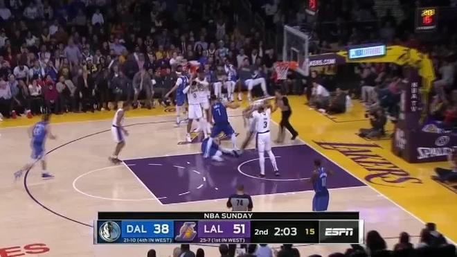 Lakers Vs Mavericks Chill In The Nba Luka Doncic Bangs His