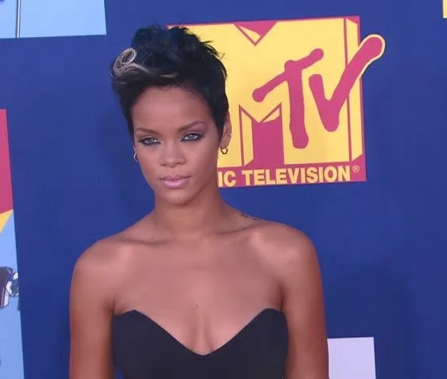 Hollywood Ca September 07 2008 Rihanna Walks The Red Carpet At The Mtv Video Music Awards 2008 Held At The Paramount Studios