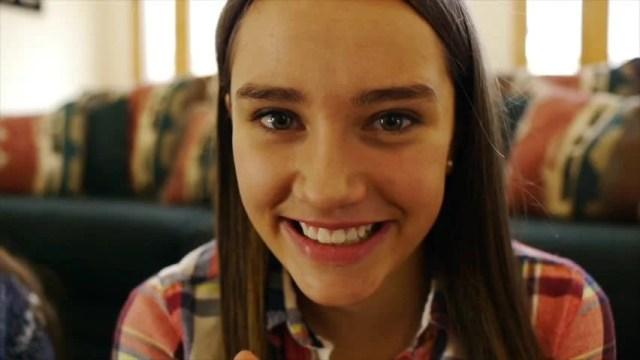 Adorable Teen Girl Sips Hot Video De Stock Totalmente Libre De Regalias 5486390 Shutterstock
