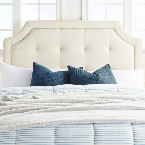 Brookside Upholstered Scoop Edge Headboard With Square Tufting