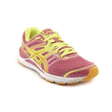 Women's athletic shoe