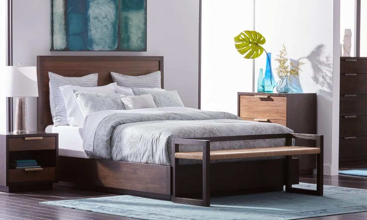 How To Fit Queen Beds In Small Spaces Overstock Com