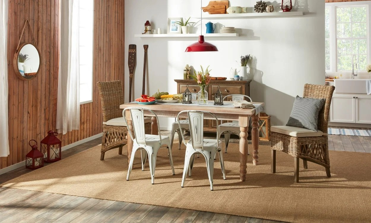 Lake House Decor: A Cottage-Style Family Favorite