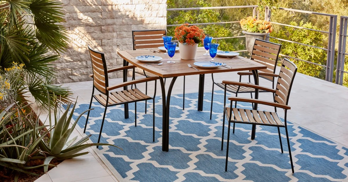 how to keep outdoor area rugs looking