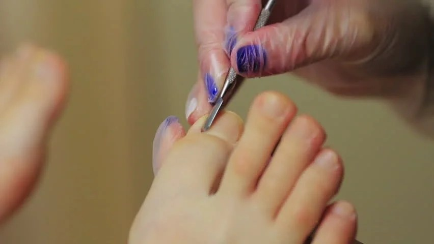 Caring About The Legs Pedicure Polish Beautiful Lights Pedicures In Salon
