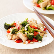 Stir Fried Chicken with Broccoli Red Peppers and Cashews
