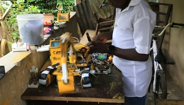 Hope Emmanuel Frank Used Wood And Laptop Batteries To Construct Excavator2