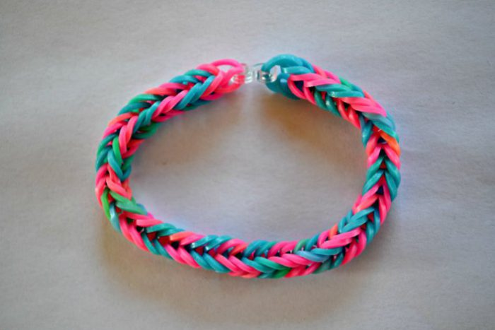 How to weave bracelets from rubber: Step-by-step instructions for beginners