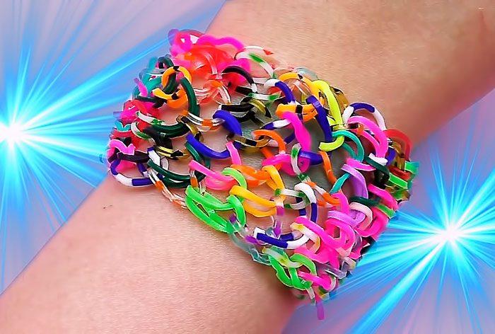 "Lo schema del braccialetto ""Spit francese"" sui materiali slingshot"
