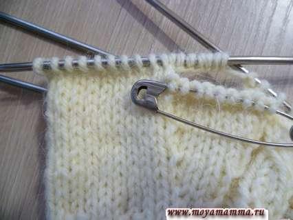 описание вязания варежек спицами с клином