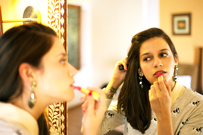 Jaipur | Le Méridien | Day 02 - Jaipur Literature Festival | www.akanksharedhu.com | putting lipstick