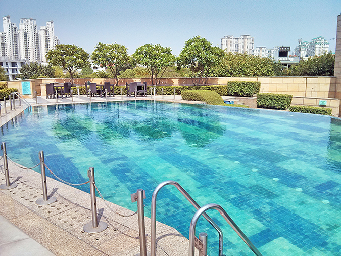 Weekend Getaway | Courtyard Marriott Gurgaon | pool single