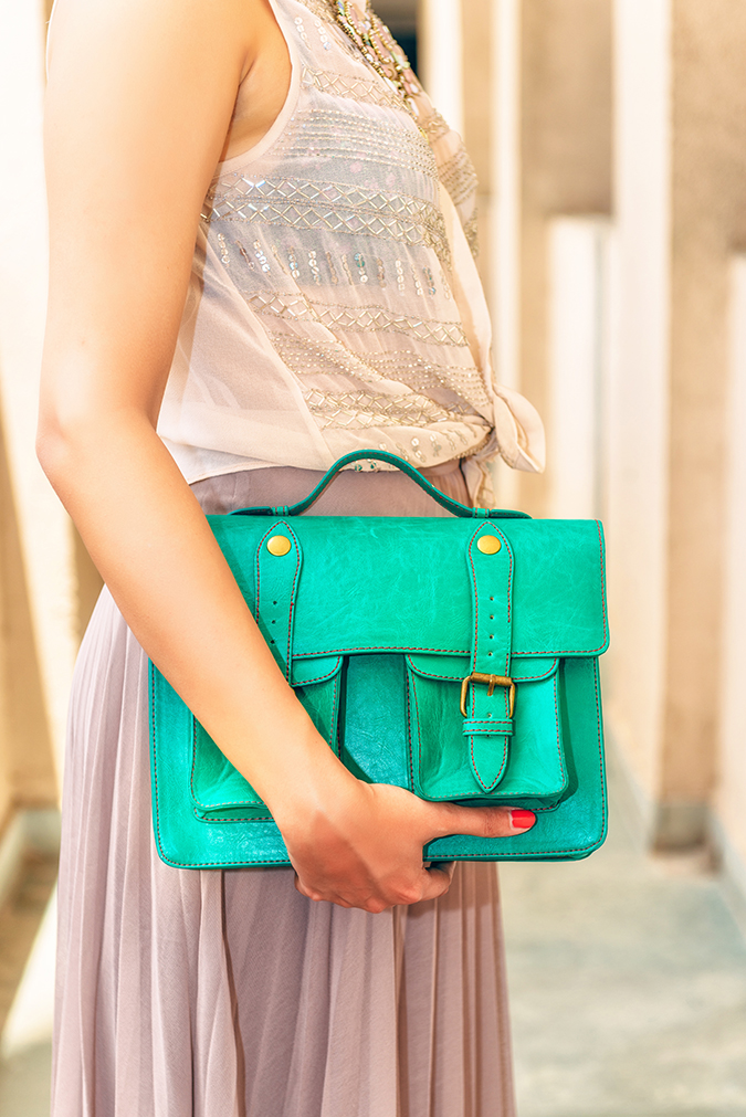 For the Love of Neutrals | www.akanksharedhu.com | side with bag clode up
