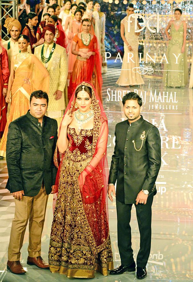 India Couture Week 2014 | Shree Raj Mahal Jewellers | ICW2014 | Bipasha with CEO