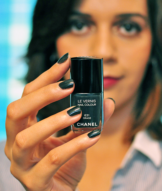 COLLECTION ÉTATS POÉTIQUES | Chanel | www.akanksharedhu.com | nail color in hand