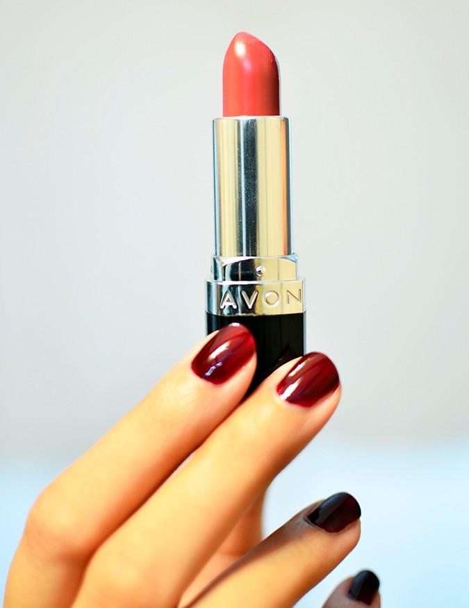 Avon India   www.akanksharedhu.com   single lipstick in hand no face