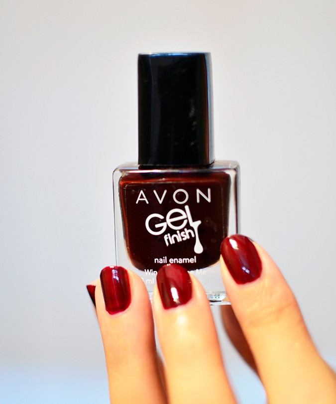 Avon India | www.akanksharedhu.com | oxblood nailpaint in hand