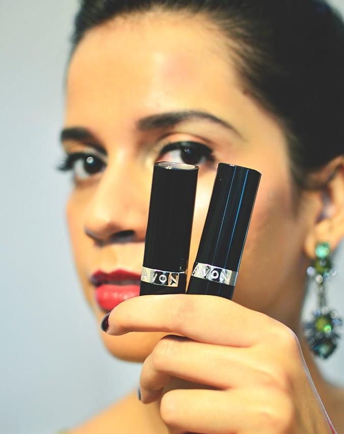 Avon India | www.akanksharedhu.com | 2 lipsticks in hand