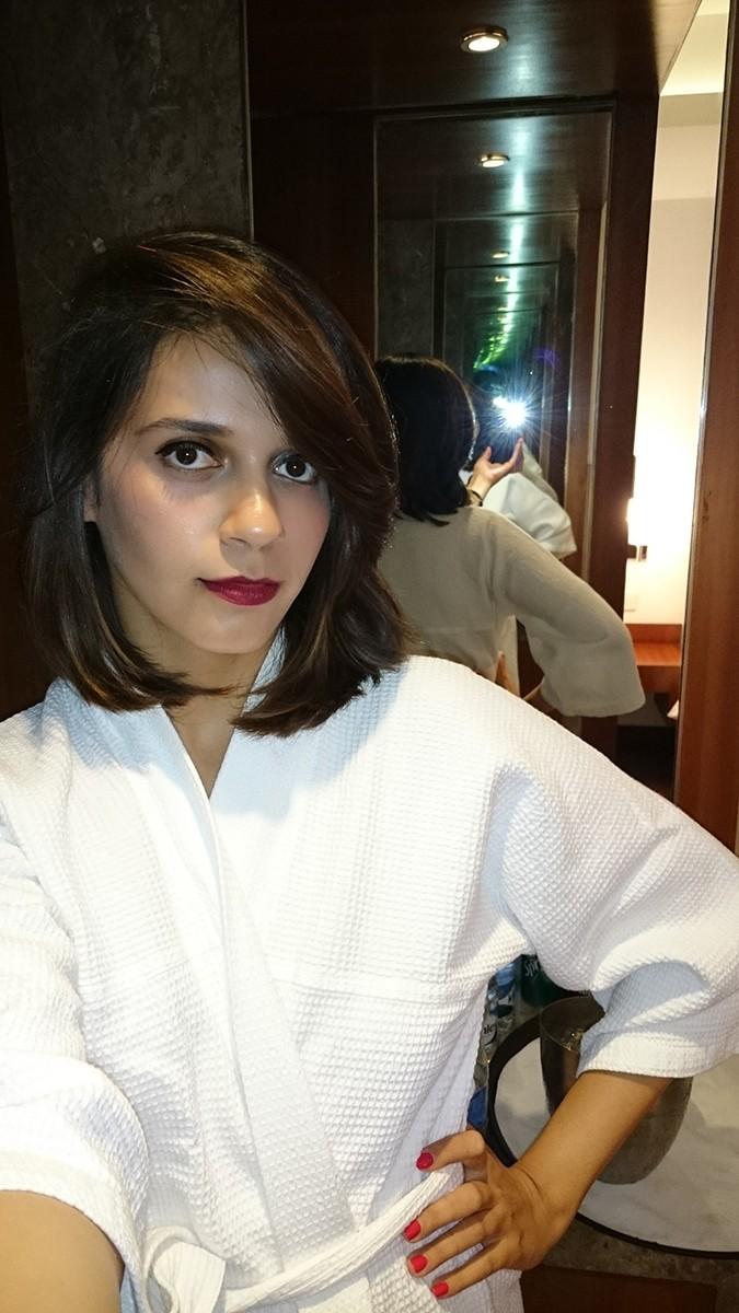 Party Ready | Sony Xperia Z3 | www.akanksharedhu.com | selfie in robe