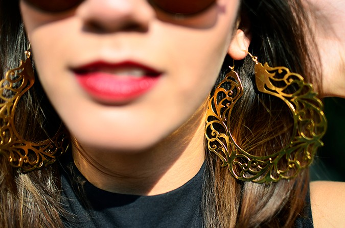 #FutureHeirlooms | Eina Ahluwalia | www.akanksharedhu.com | earrings focus face blurred