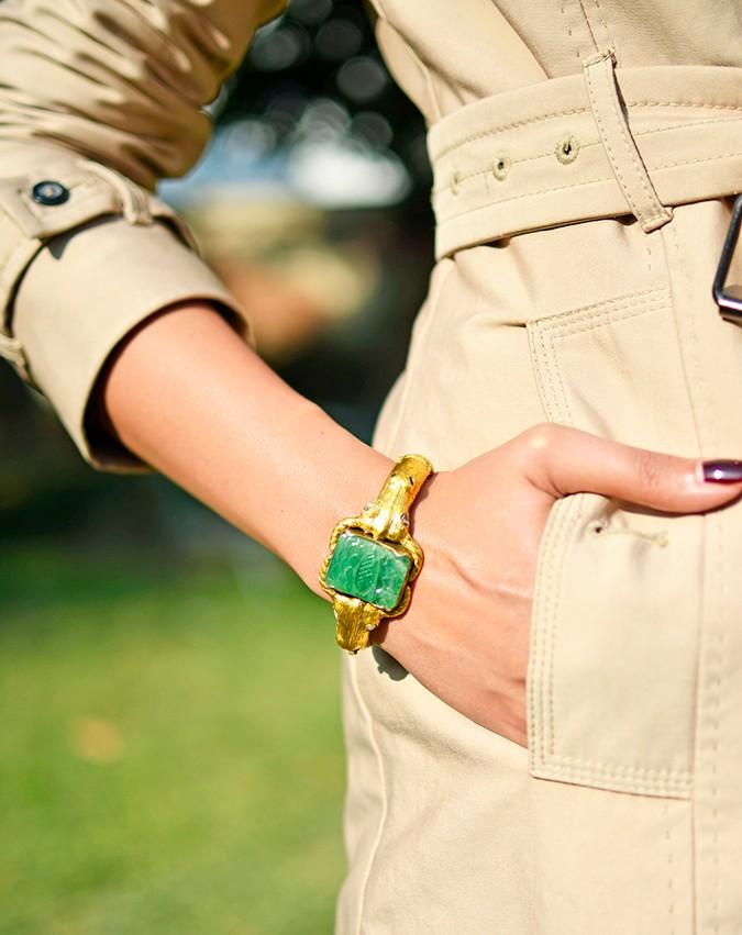 #FutureHeirlooms | LoveGold | Akanksha Redhu | bangle hand in pocket