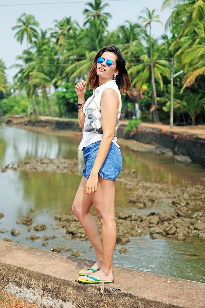 Blanc Frais | Goa | Akanksha Redhu | full side close with bag
