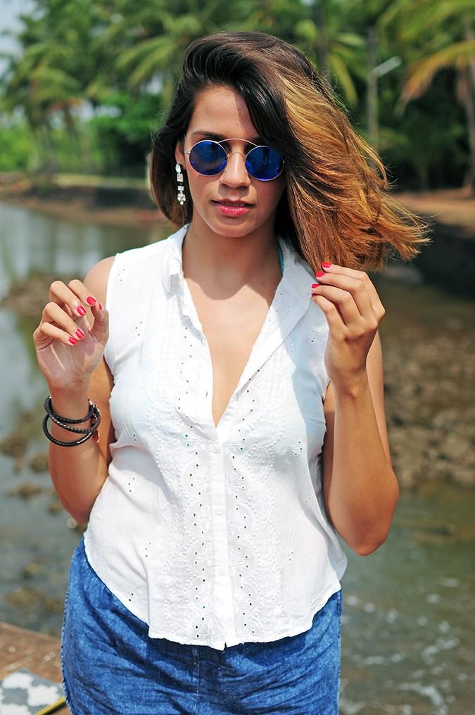 Blanc Frais | Goa | Akanksha Redhu | half front hair in fingers
