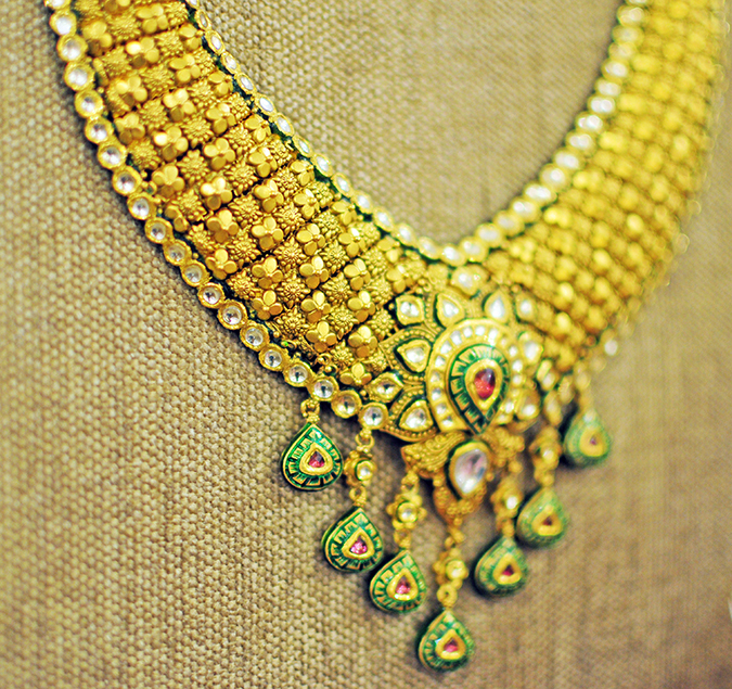 Tanishq Wedding Jewellery | Marwari Wedding | Akanksha Redhu | details of sofa necklace