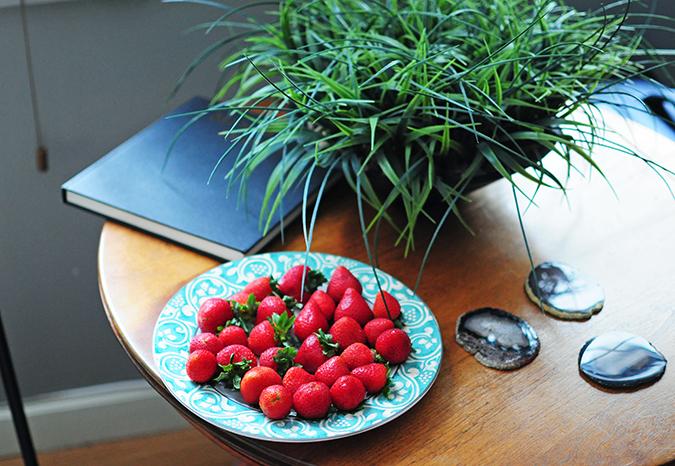 Airbnb | New York City | #RedhuxNYC | strawberries