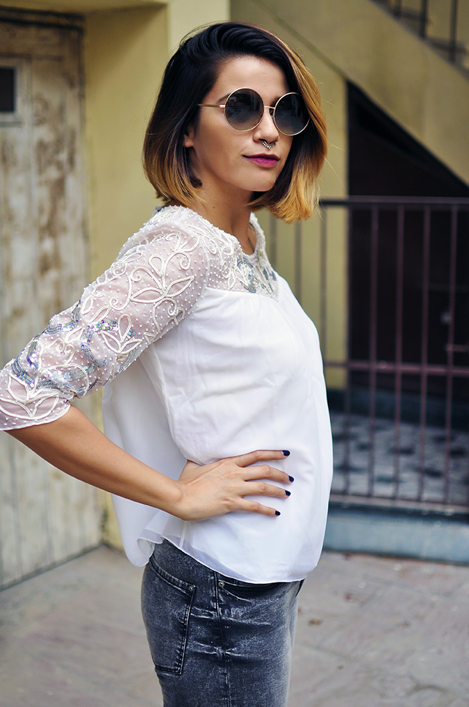 Ether | Akanksha Redhu | Fashion Blogger | half side arms on waist