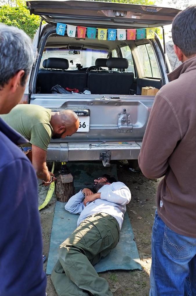 Akanksha Redhu | Travel India | fixing car from below
