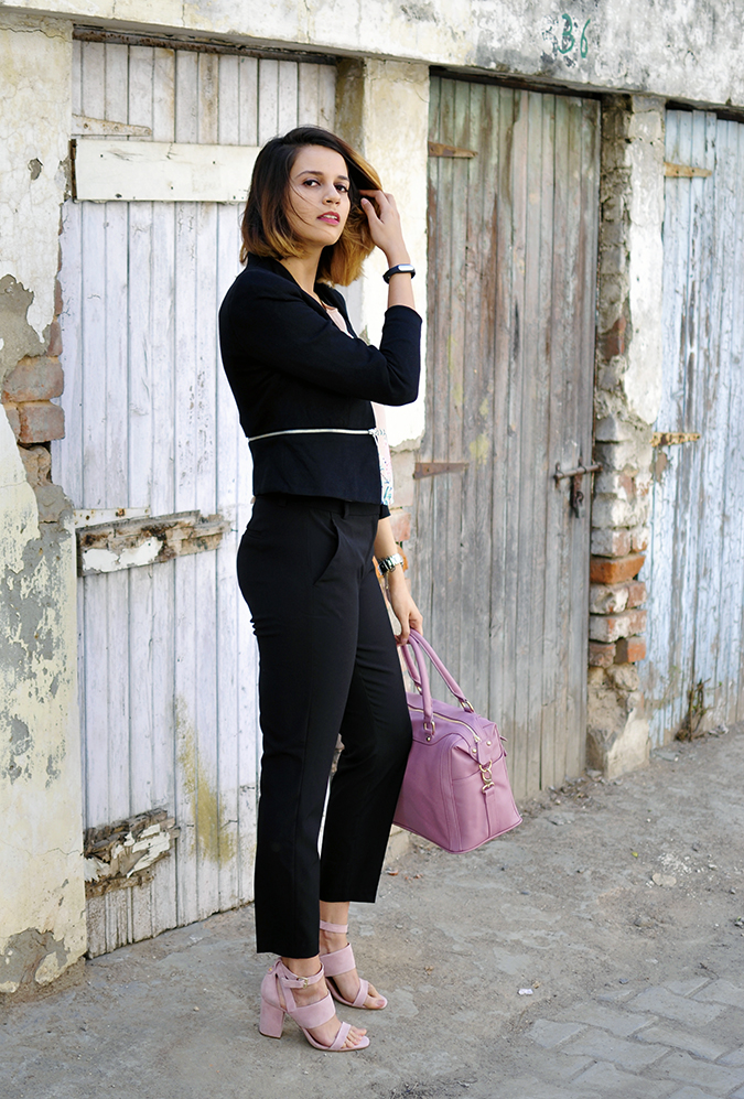 Formal Florals | Vero Moda | Akanksha Redhu | full sidebag removing hair