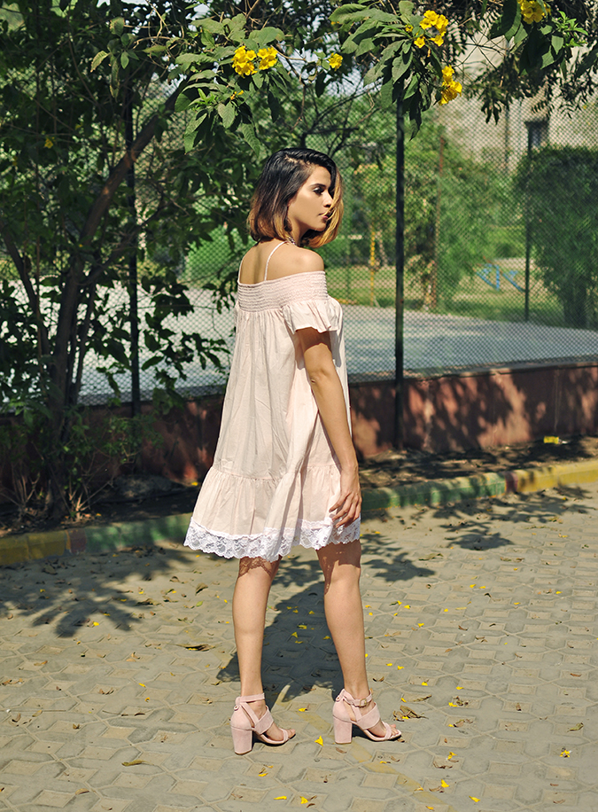 Pale Blushes | Sbuys | Akanksha Redhu | full side walk
