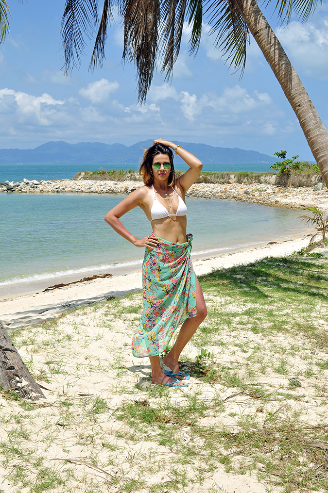 Koh Samui | Akanksha Redhu | #RedhuxKohSamui | full front sun arm on waist and head