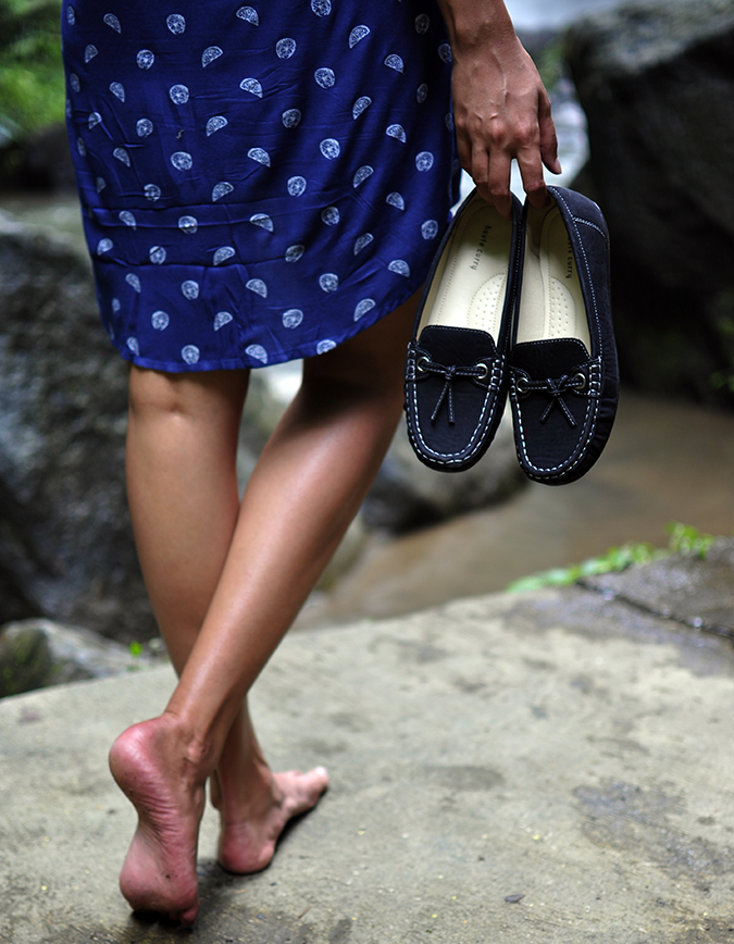 Nungnung Waterfall | Bali | Akanksha Redhu | shoes