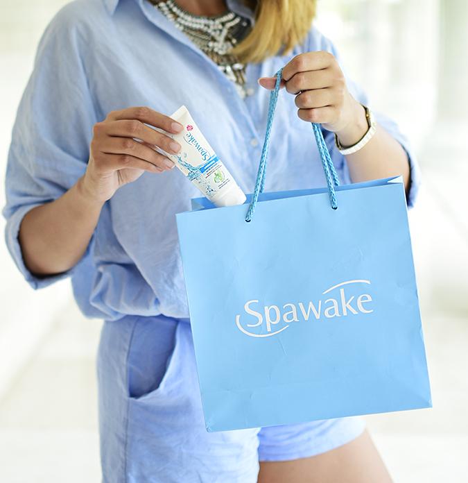 Spawake Whitening Regime | Akanksha Redhu | taking out scrub from baggy