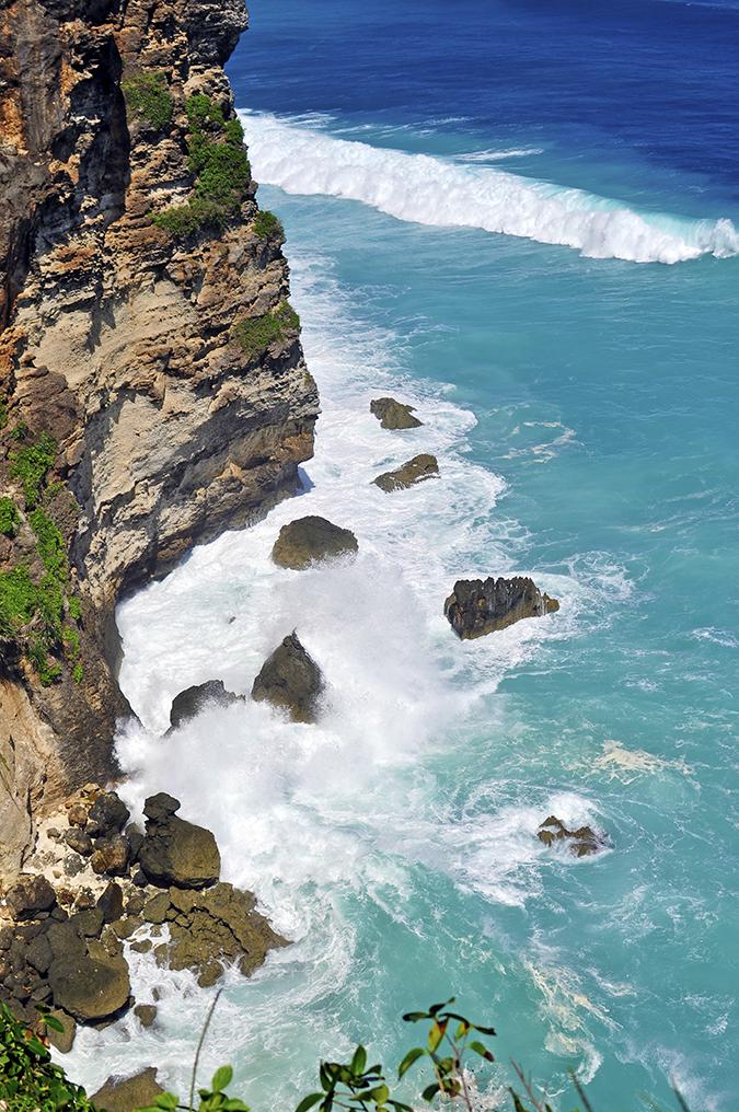 Uluwatu Temple | Bali | Akanksha Redhu | waves crashing cliff long