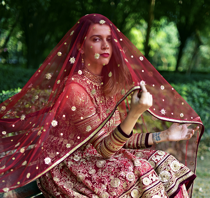 Tarun Tahiliani | Akanksha Redhu | dupatta on face both hands