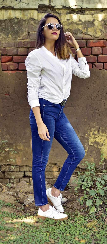 Calvin Klein | Akanksha Redhu | full side knee bent arm up
