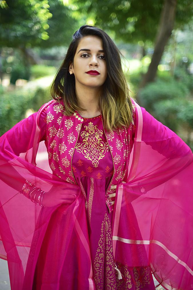 Max Fashion Festive Collection | Akanksha Redhu | half front dupatta path both arms on waist