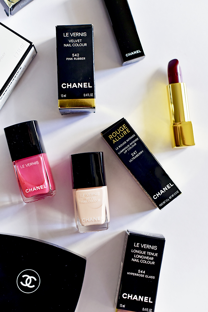 Collection Libre Synthetic De Chanel | Akanksha Redhu | flatlay long